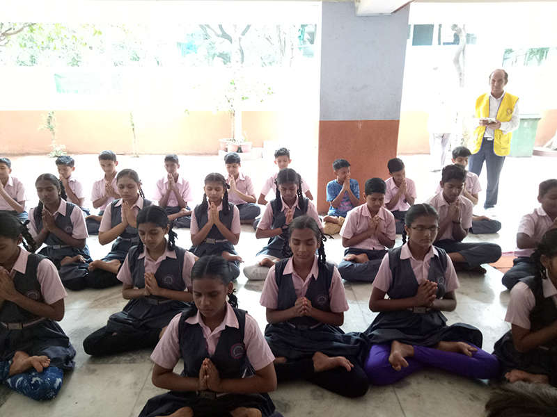 Yoga session with Kudos kids