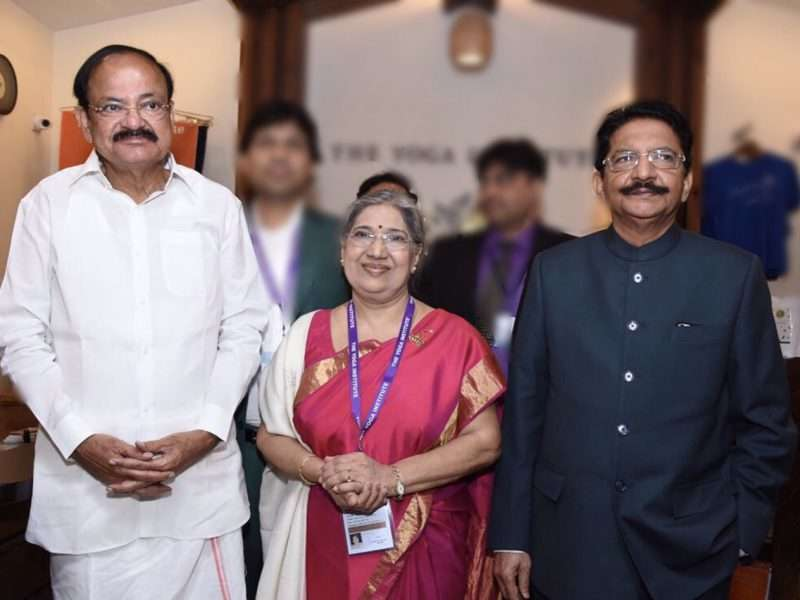 Hansaji, M Venkaiah Naidu Hon'ble Vice President of India & the Hin'ble Shri C. Vidyasagar Rao Governor of Maharashtra share a special moment.