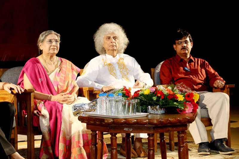 Smt. Hansaji with Pandit Shivkumar Sharma on World Music Day.