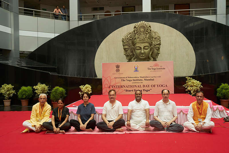 The Yoga Institute celebrates 4th International day of Yoga at Mantralaya with many ministers and bureaucrats.
