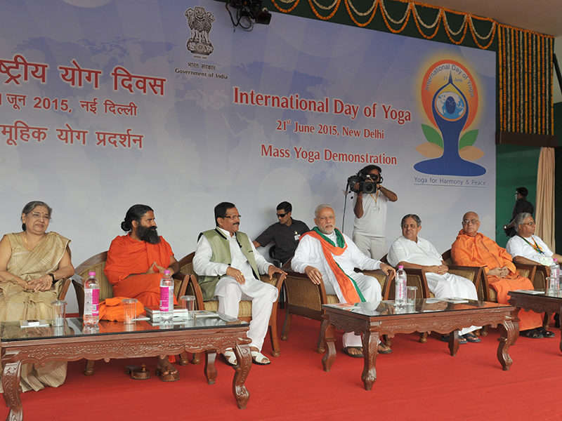 The Prime Minister, Shri Narendra Modi at Rajpath on the occasion of International Yoga Day, in New Delhi on June 21, 2015. 	The Minister of State for AYUSH (Independent Charge) and Health & Family Welfare, Shri Shripad Yesso Naik and other dignitaries are also seen.
